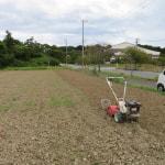 シオーネ隣の畑を耕起しました